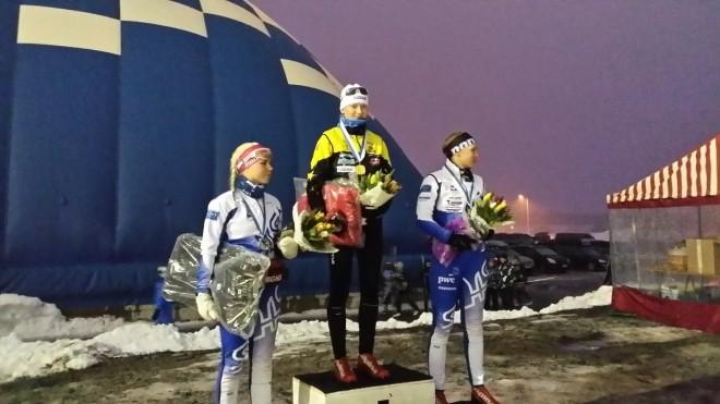 Naisten sarjan palkinnot jaettiin lauantai-iltana räntäsateessa. Kultaa Johanna Matintalo, hopeaa Jasmi Joensuu Seinäjoen hiihtoseura, pronssia Senni Vuolle Seinäjoen hiihtoseura.